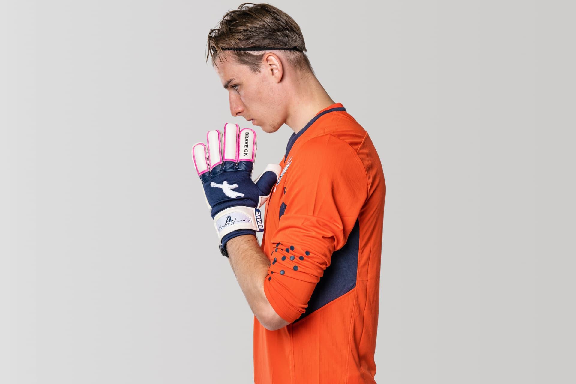 Андрей Лунин играет в перчатках Brave GK Unique - магазин Brave GK