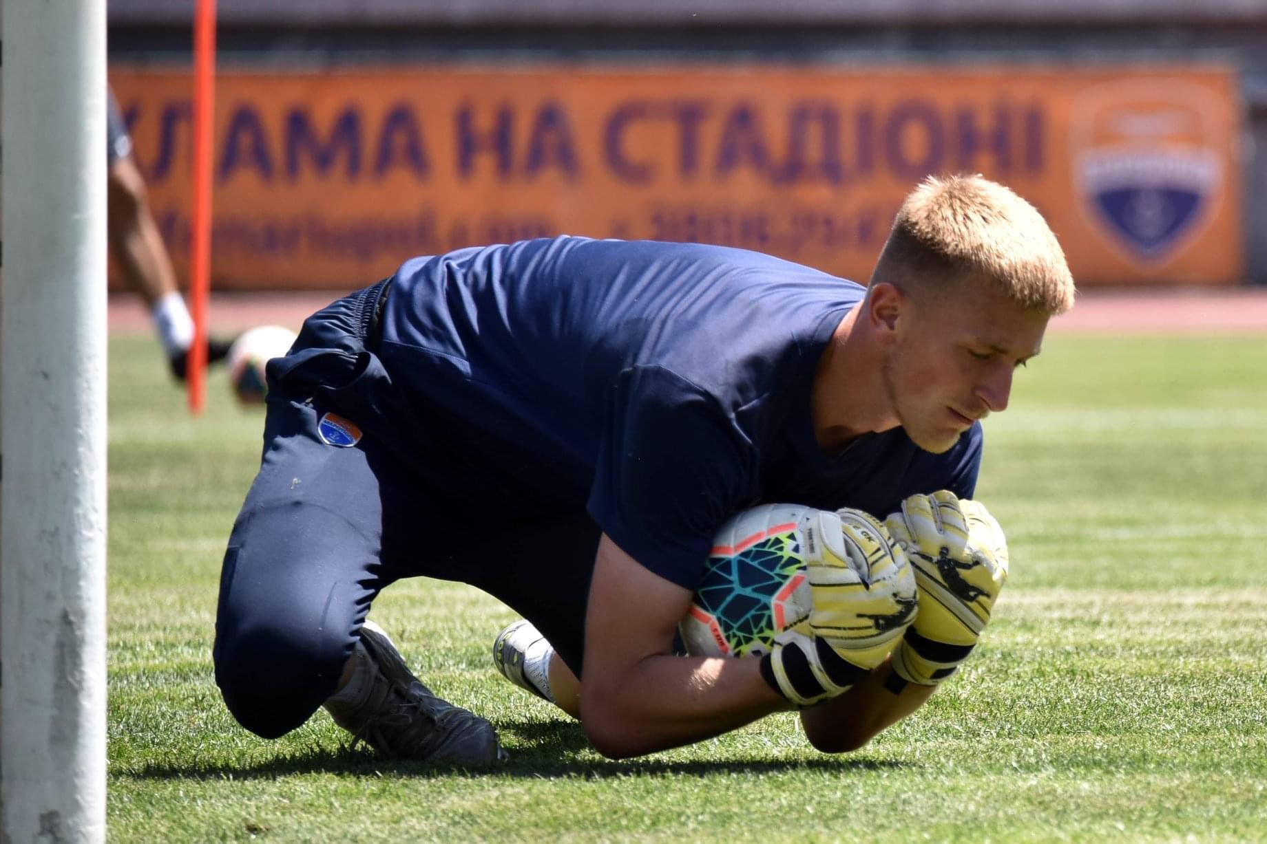 Артем Поспєлов в воротарських рукавицях Brave GK Phantome Rollfinger Yellow-офіційний інтернет-магазин Brave GK