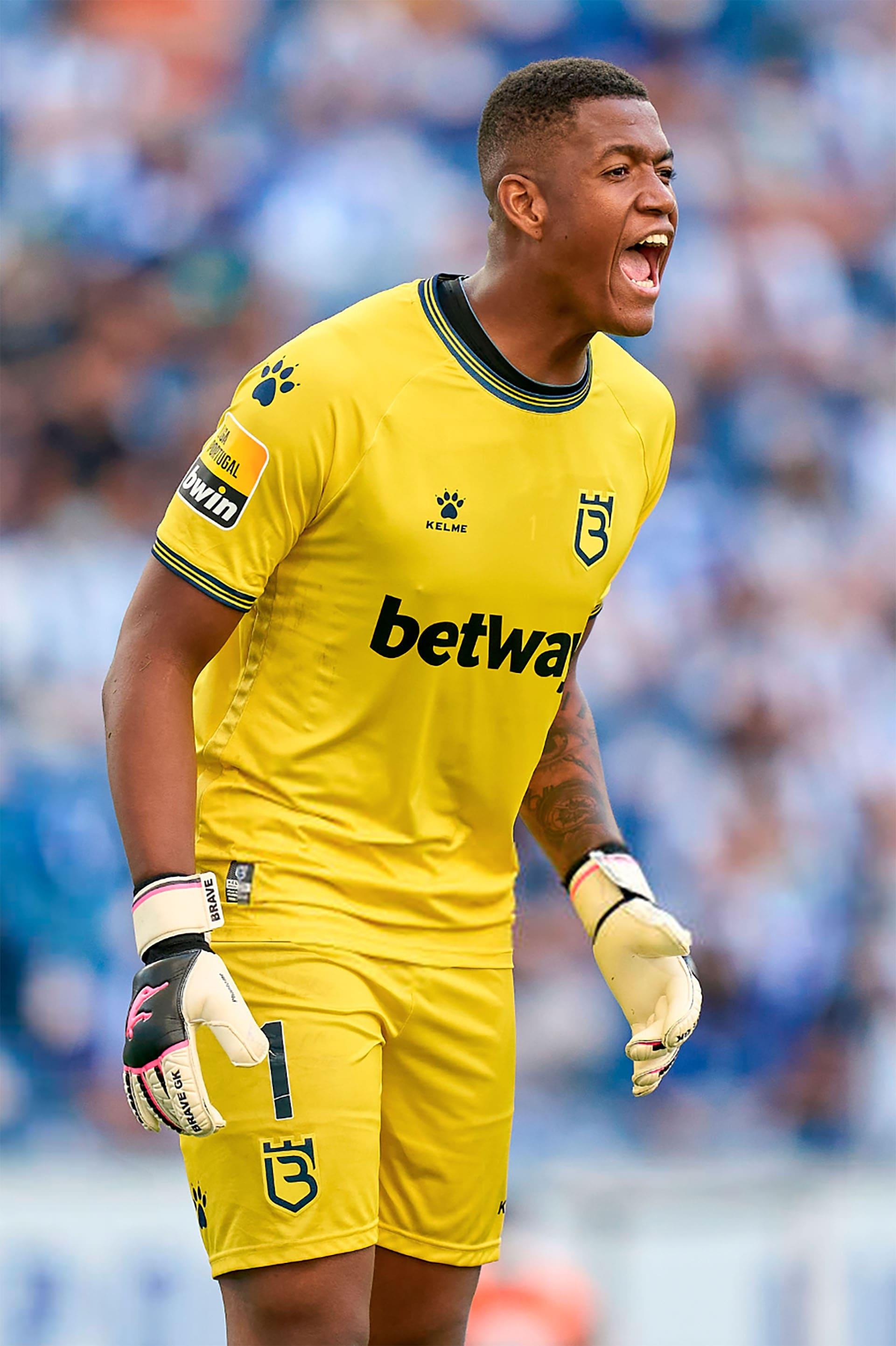 в 2021 році Луїс Філіпе став гравцем лісабонської команди Белененсеш - магазин Brave GK