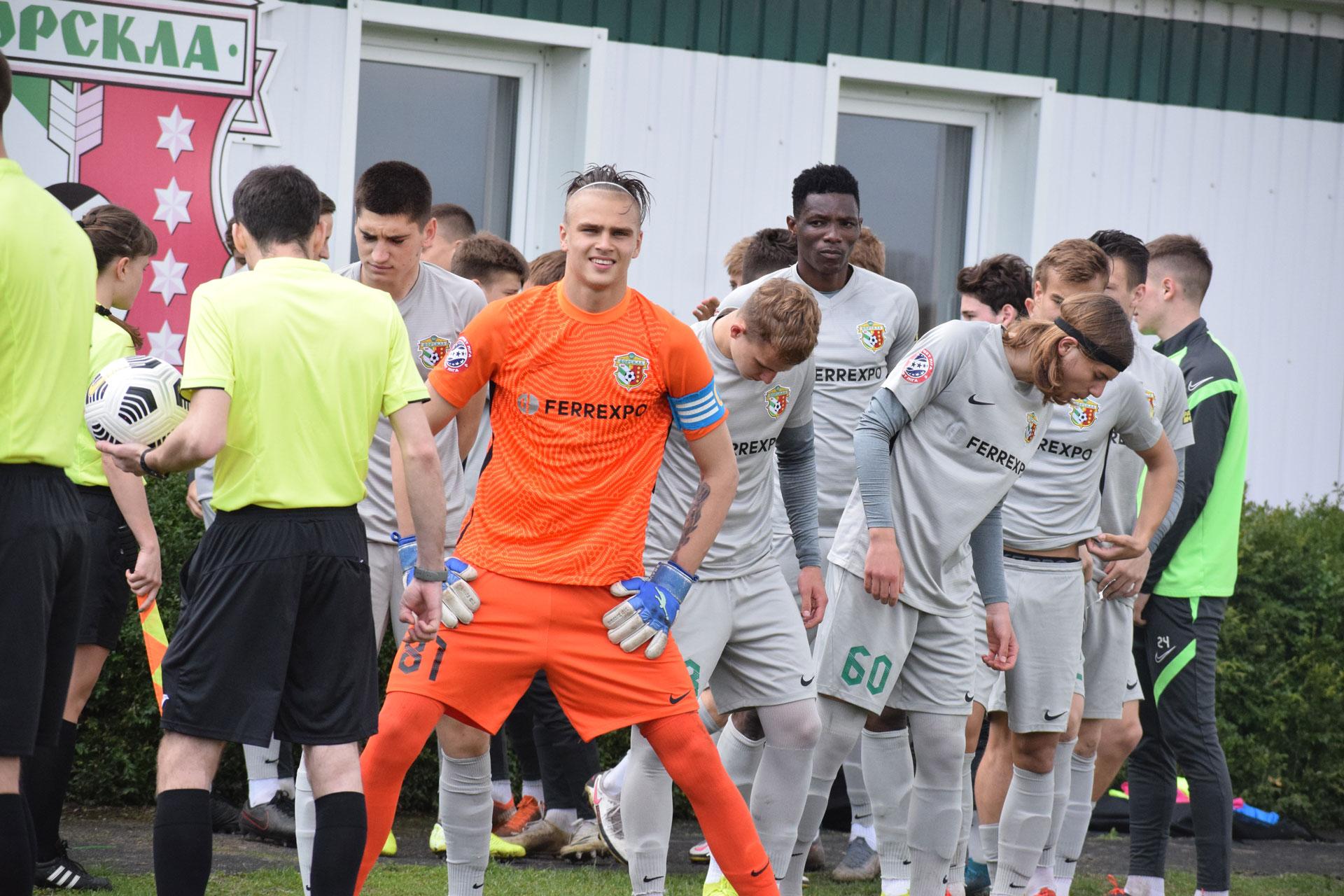 Вратарь Ворсклы Павел Исенко играет в перчатках Brave GK Unique Blue - официальный интернет-магазин Brave GK