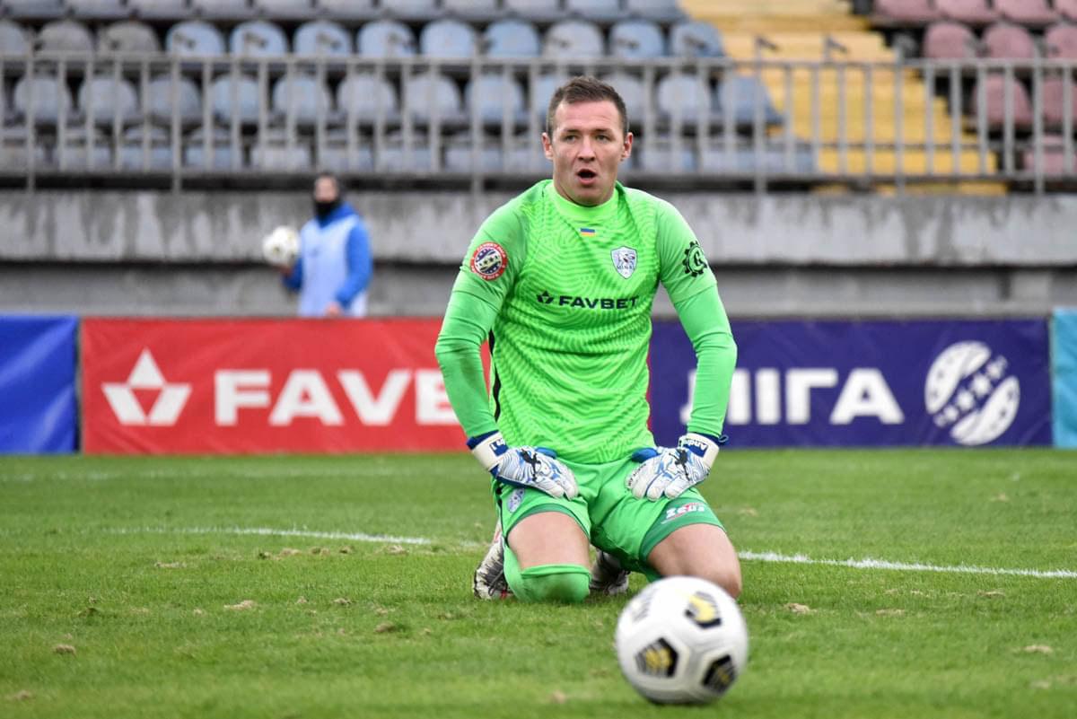 Попович в перчатках Brave GK  - официальный интернет-магазин Brave GK